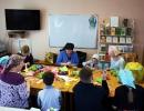Воскресная школа - дети делают поделки к празднику Пасхи