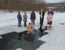 Лидия Абрамова. В праздник Крещения купаются даже самые маленькие. Меня поражает мужество моей маленькой племянницы и ее мамы!