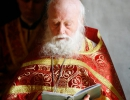 Старец Наум на богослужении