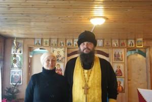 Настоятель прихода о. Анатолий Сафонов со старостой В.Н. Татьяниной. Фото 2014 г.