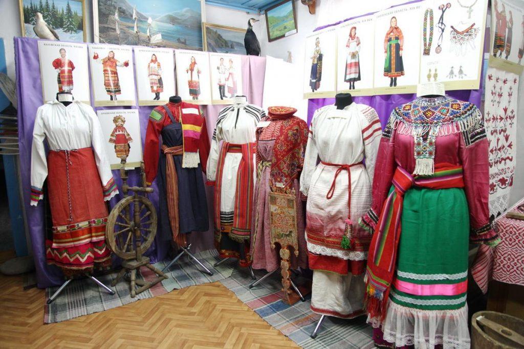 Выставка русского народного костюма в с. Ольга.