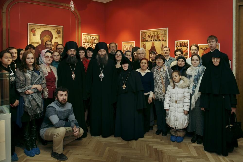 """Участники открытия выставки """"Дивен Бог во святых Своих!"""" во Владивостоке. Январь 2014 года."""