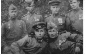 Константин Сансецкий, стоит 2-й слева