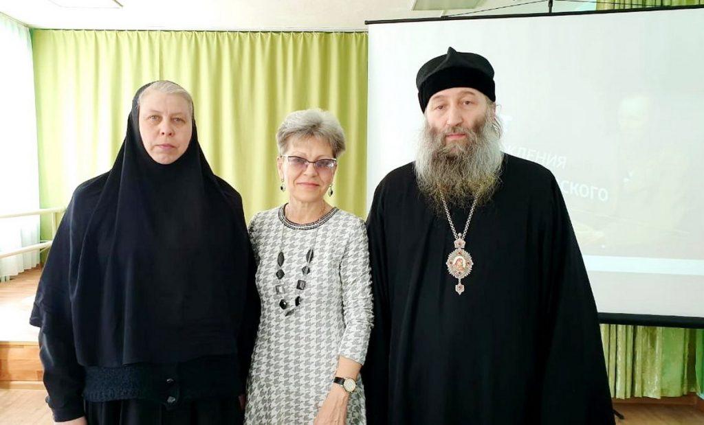 Владыка Гурий, инокиня Мария (Воробьева) и Ирина Шевчук